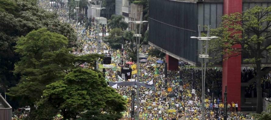 Manifestantes protestam contra Dilma em todos os estados, DF e exterior